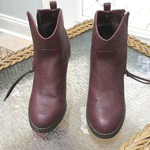 Boots, size 9, burgundy color, zip on sides